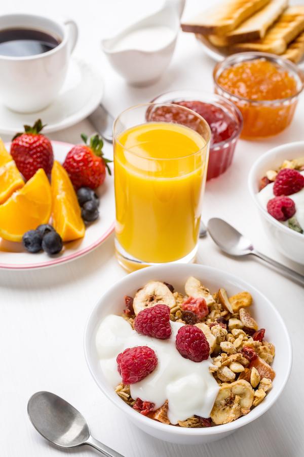 Petit-déjeuner-©Olga-Nayashkova-Shutterstock