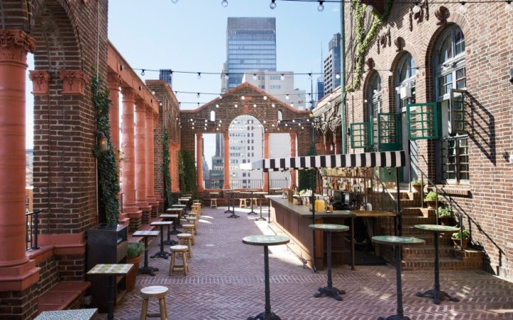 201408-w-best-rooftop-bars-in-nyc-pod-39